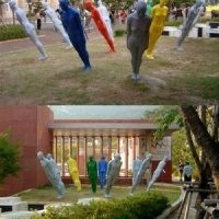 People with a 36.5 Degree Tilt / sculpture, 2005<br/> h 1800 x 550 x 300 mm (each) / fiber reinforced plastic, stainless steel<br/> crooked people who can't see each other.
