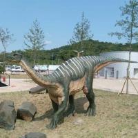 Dinosaur 4<br/>h 1600 x 2400 x 800 mm / fiber reinforced plastics, steel / 2010